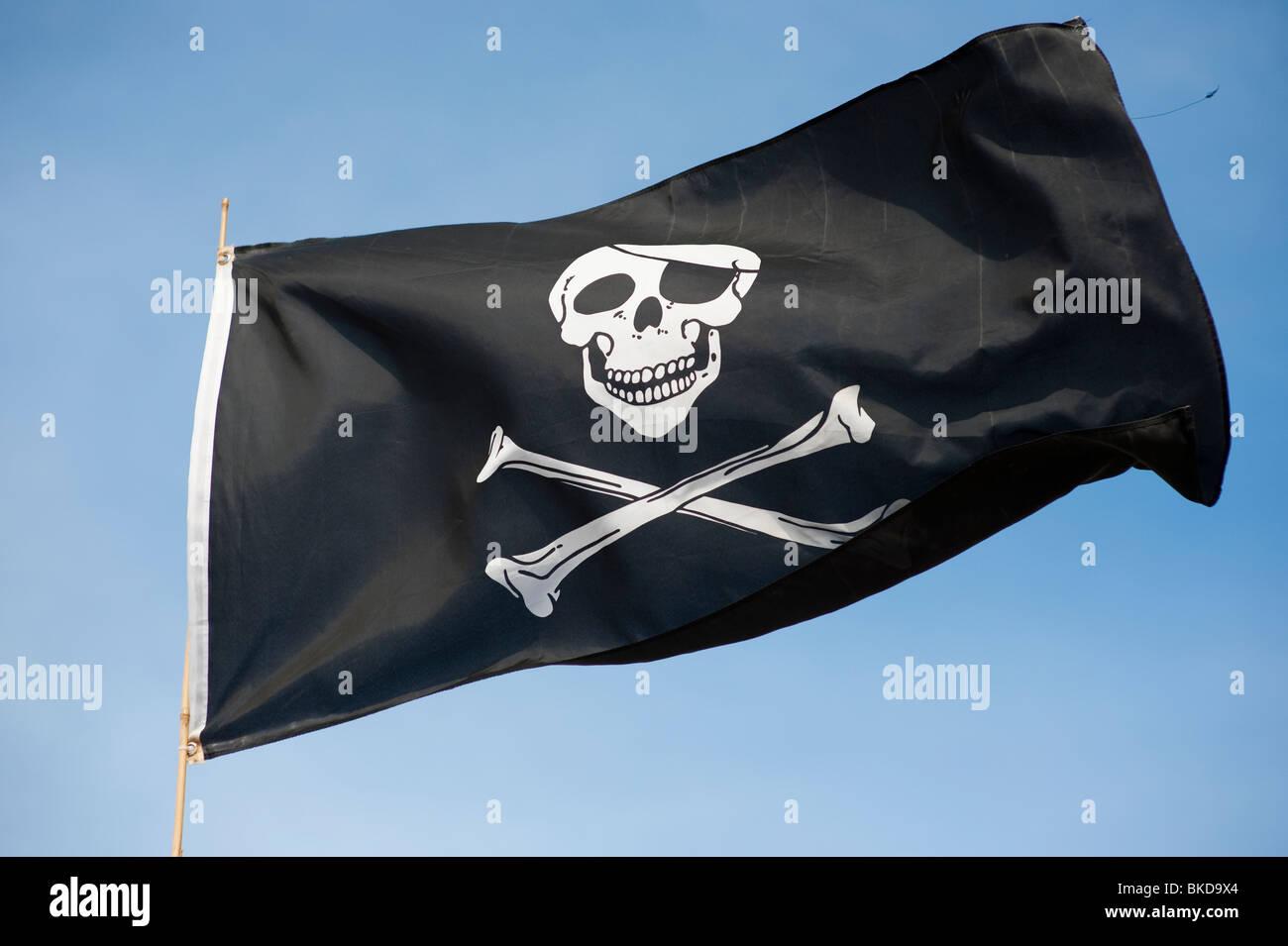skull and crossbones jolly roger pirate banner flag - Stock Image