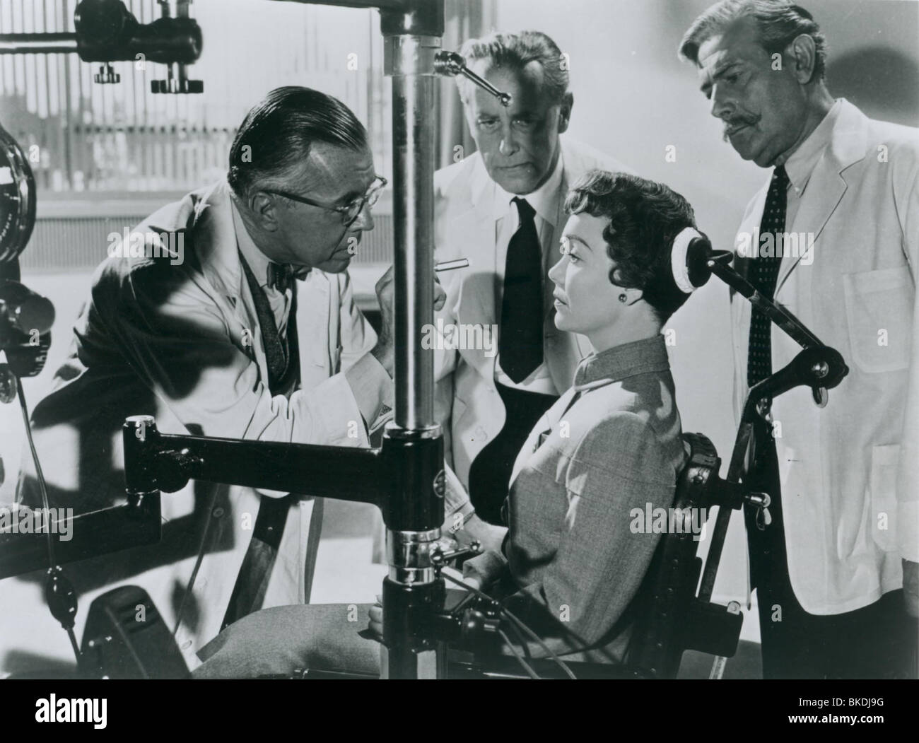 MAGNIFICENT OBSESSION (1954) JANE WYMAN MAGO 002P - Stock Image