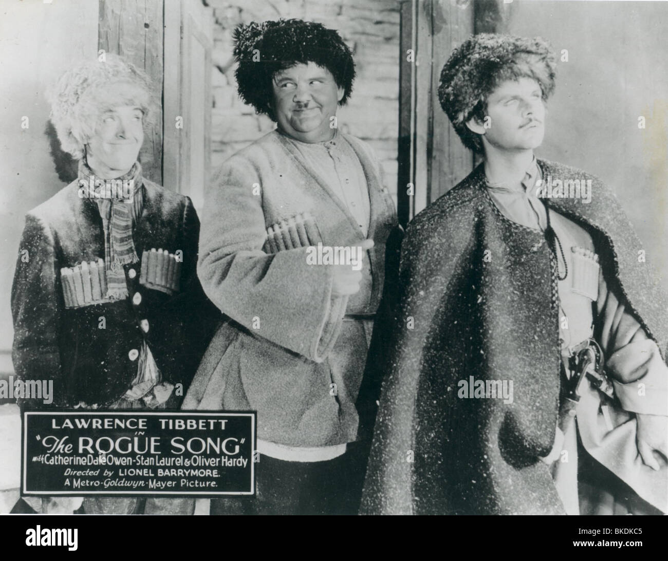 THE ROGUE SONG (1930) STAN LAUREL, OLIVER HARDY, LAUREL AND HARDY ROGS 002P Stock Photo