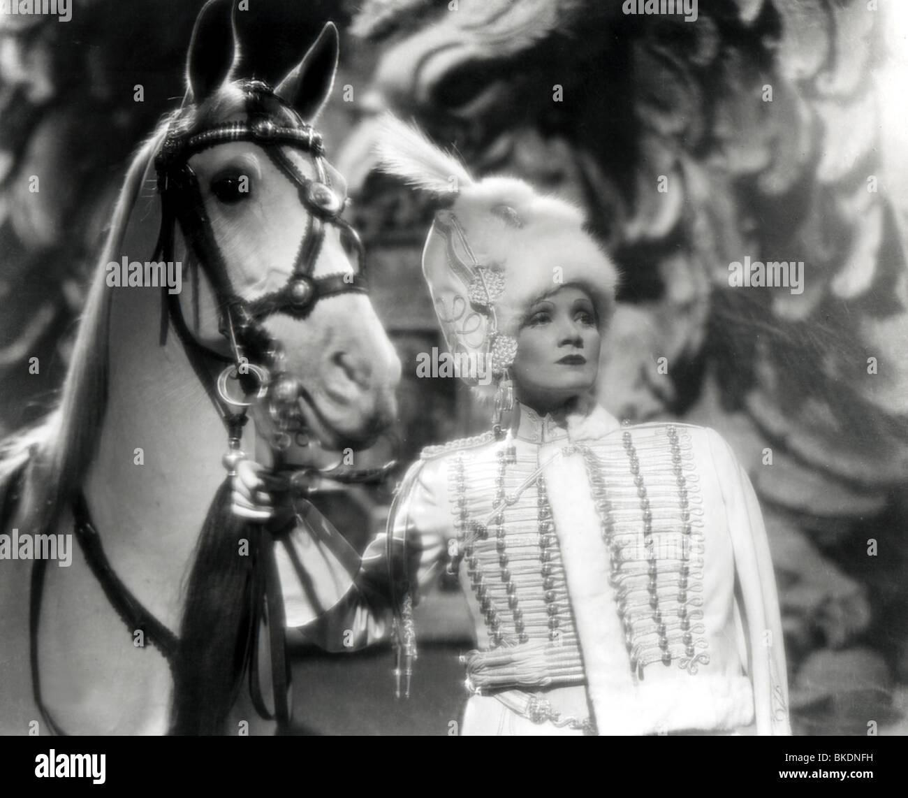 THE SCARLET EMPRESS (1934) MARLENE DIETRICH SCEP 001P - Stock Image