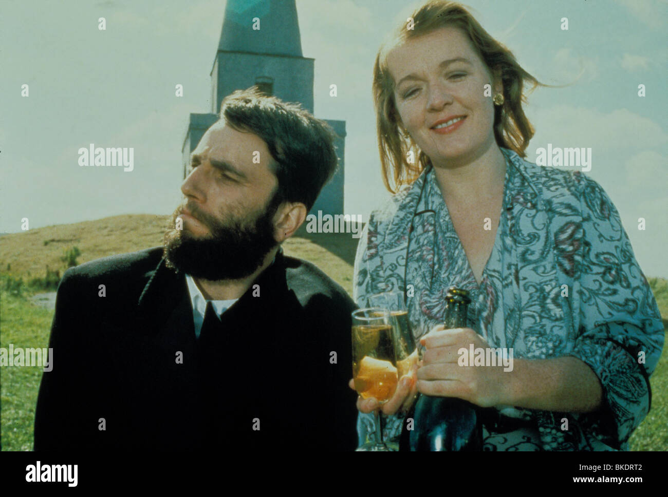 MY LEFT FOOT (1989) DANIEL DAY-LEWIS, RUTH MCCABE MLF 001 - Stock Image