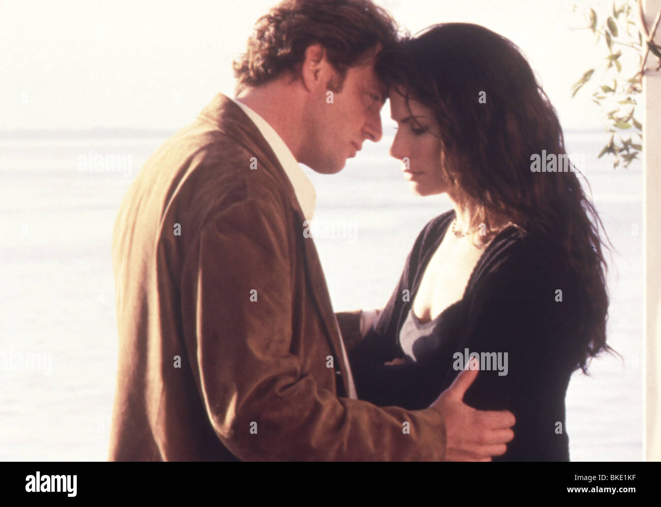 PRACTICAL MAGIC (1999) AIDAN QUINN, SANDRA BULLOCK PRMG 005 - Stock Image
