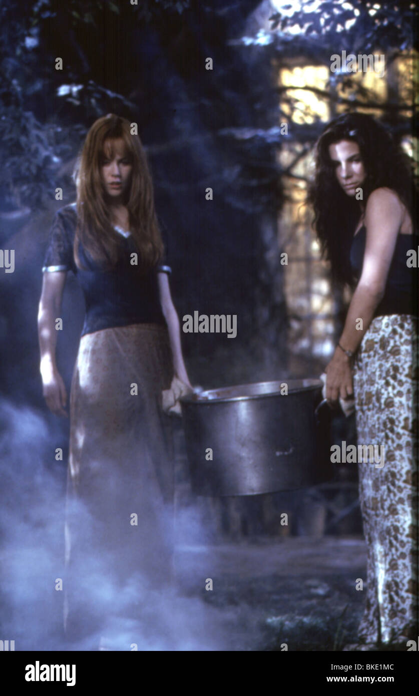 PRACTICAL MAGIC (1999) NICOLE KIDMAN, SANDRA BULLOCK PRMG 100 - Stock Image