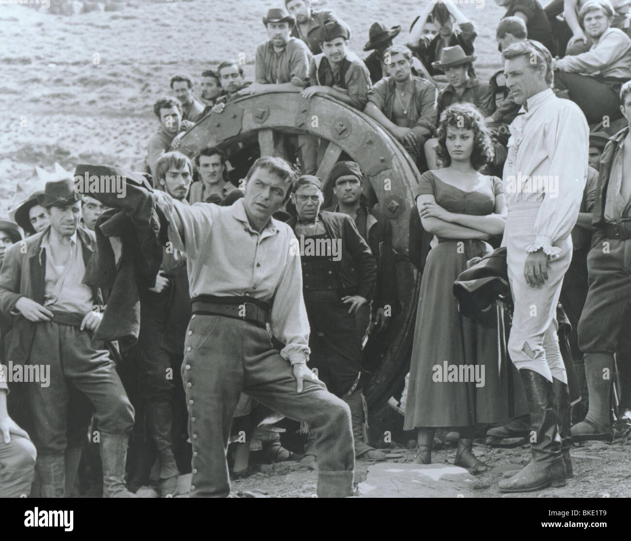 THE PRIDE AND THE PASSION (1957) FRANK SINATRA, SOPHIA LOREN, CARY GRANT PRPS 001P - Stock Image