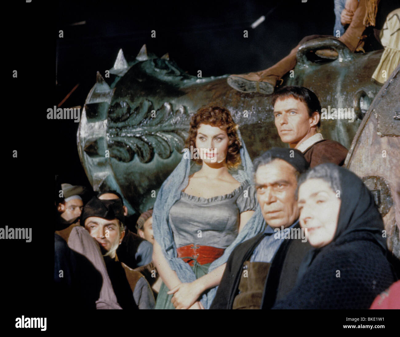 THE PRIDE AND THE PASSION (1957) SOPHIA LOREN, FRANK SINATRA PRPS 021 - Stock Image