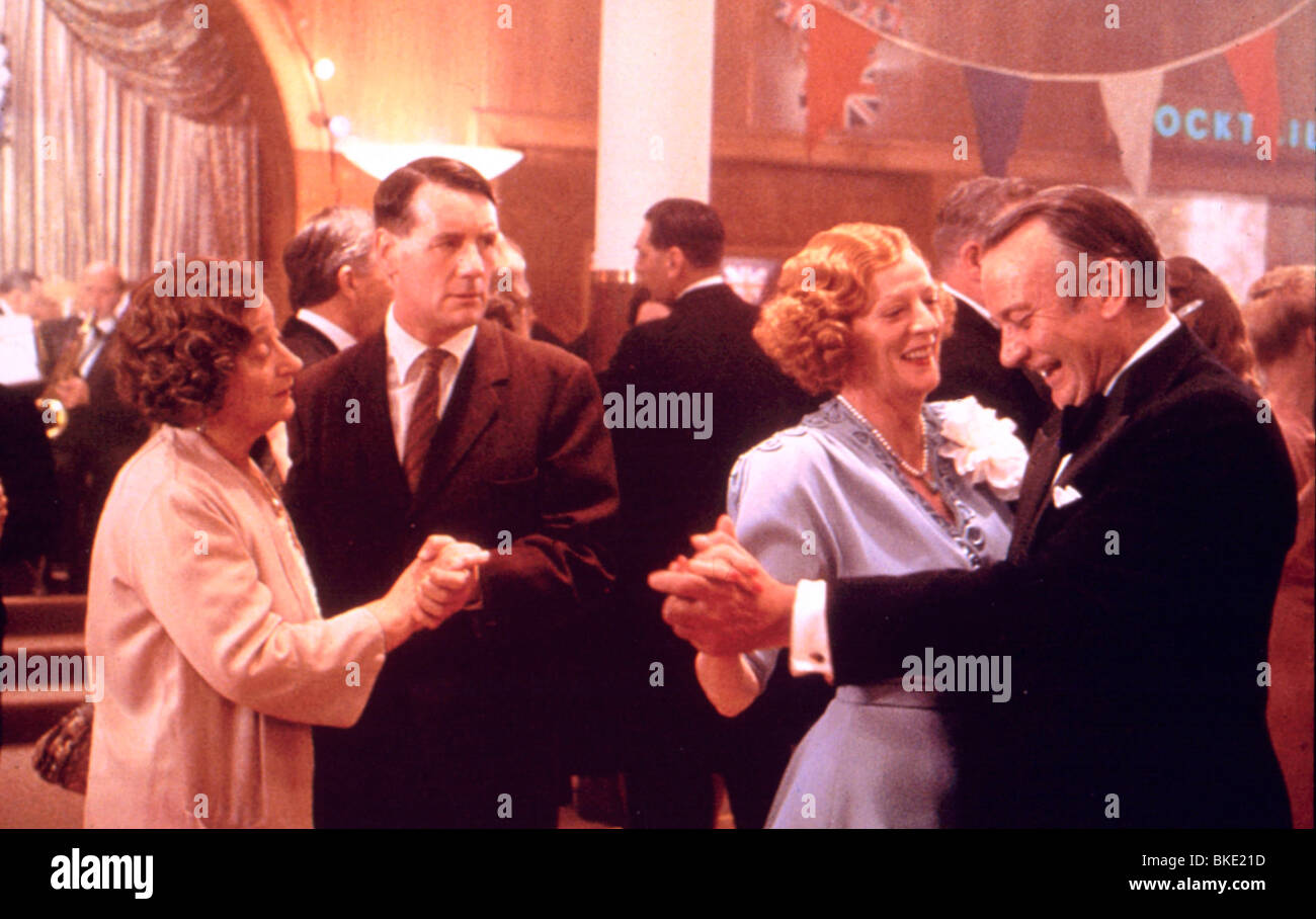 A PRIVATE FUNCTION (1984) LIZ SMITH, MICHAEL PALIN, MAGGIE SMITH, DENHOLM ELLIOTT 008 PFV Stock Photo