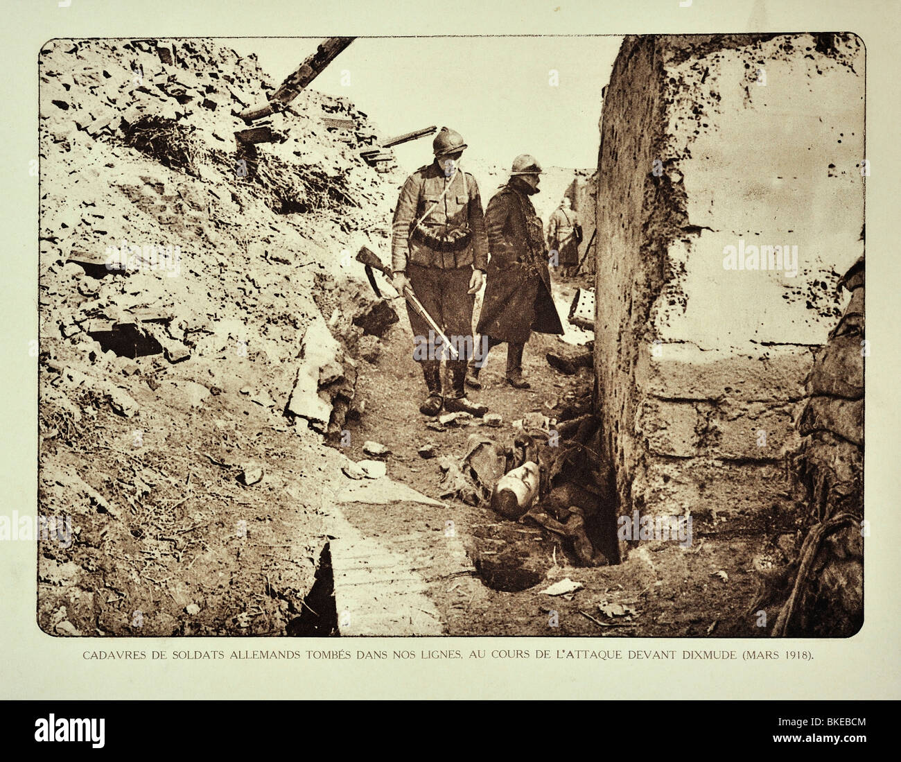 Belgian soldiers looking at dead German killed in action in trench at Diksmuide in Flanders during First World War - Stock Image
