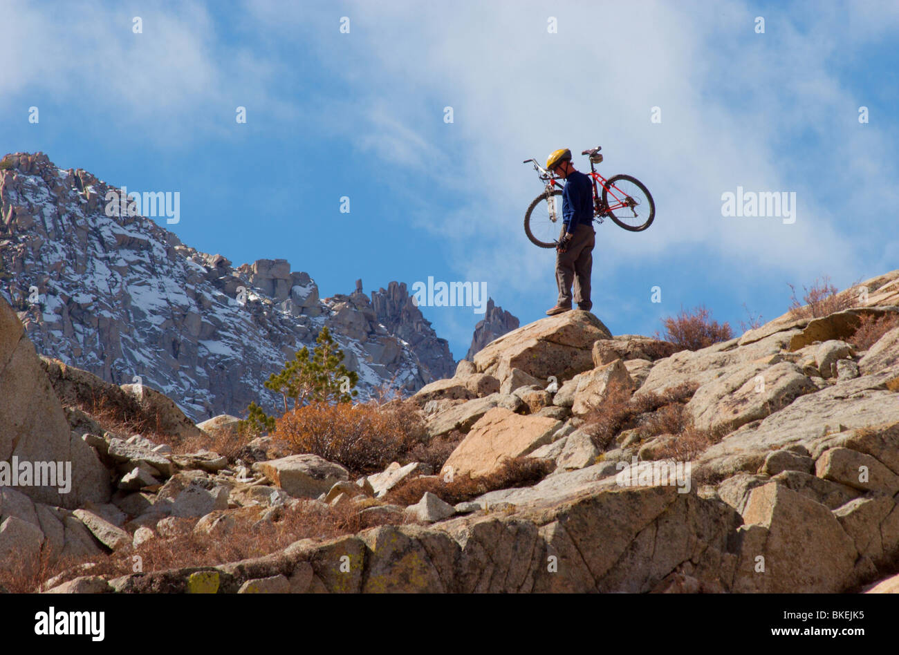 Man carries his mountain bike up mountain ridge in the Sierra Nevada  mountains - Stock Image 30a201fa7