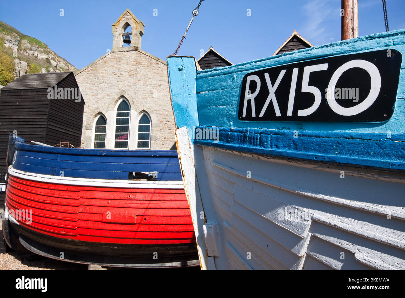 Fishing Boats and Net Hut in Hastings Old Town - Stock Image