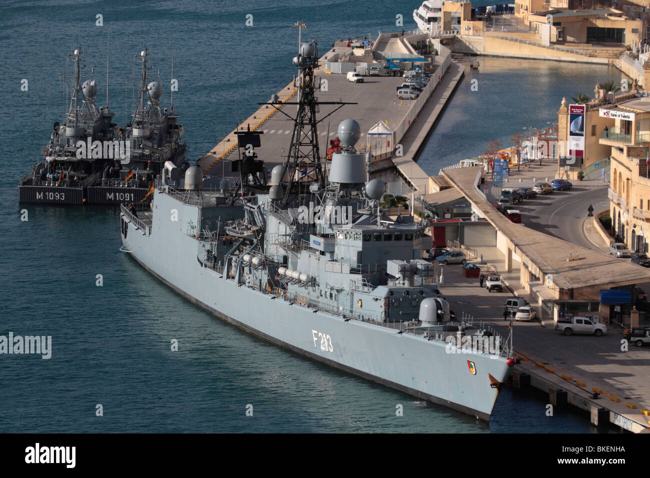 The frigate Augsburg and two minesweepers of the German Navy in Malta's Grand Harbour - Stock Image