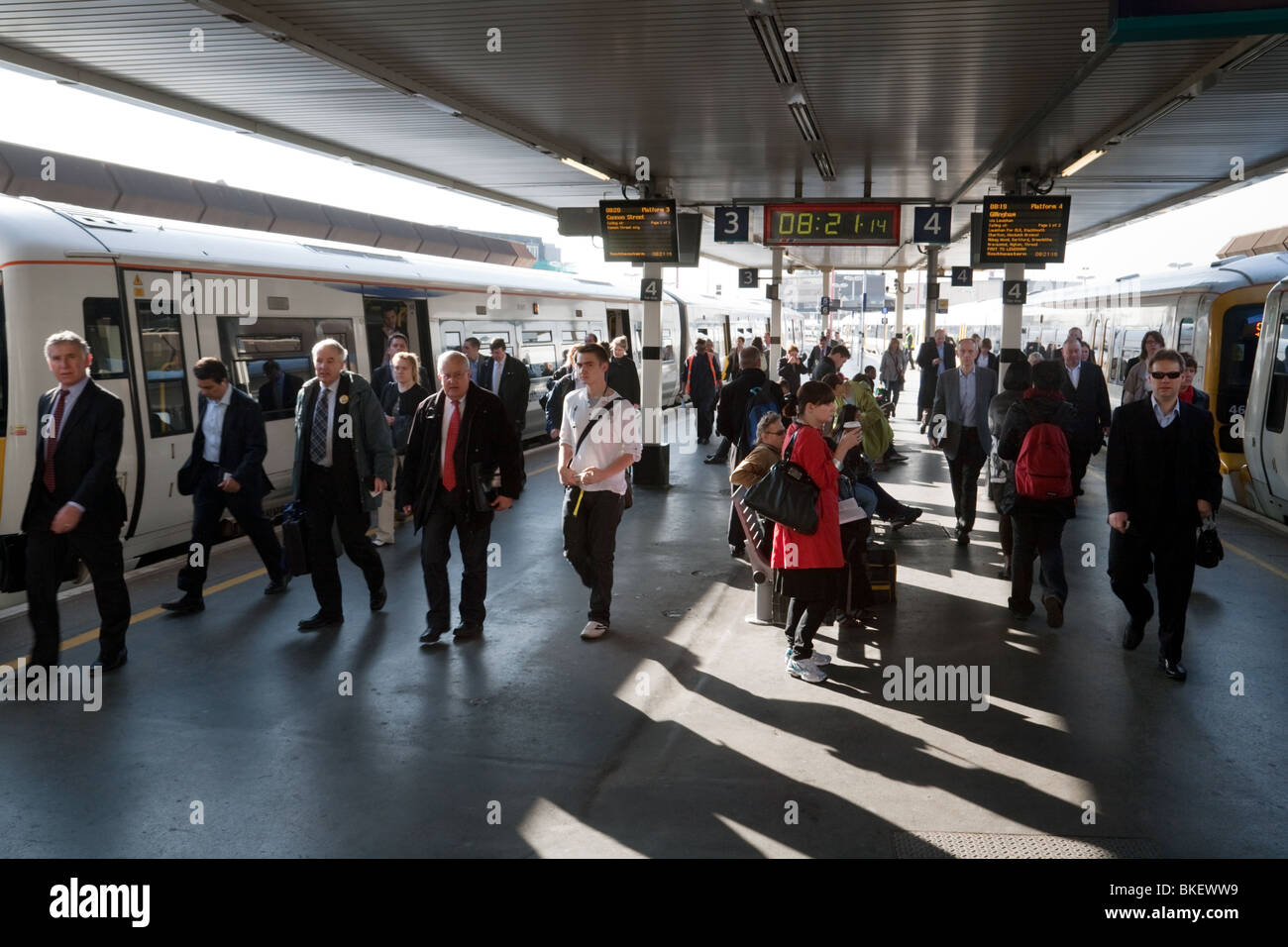 Passengers getting off trains at London Bridge rail station during the morning rush hour, London, UK - Stock Image