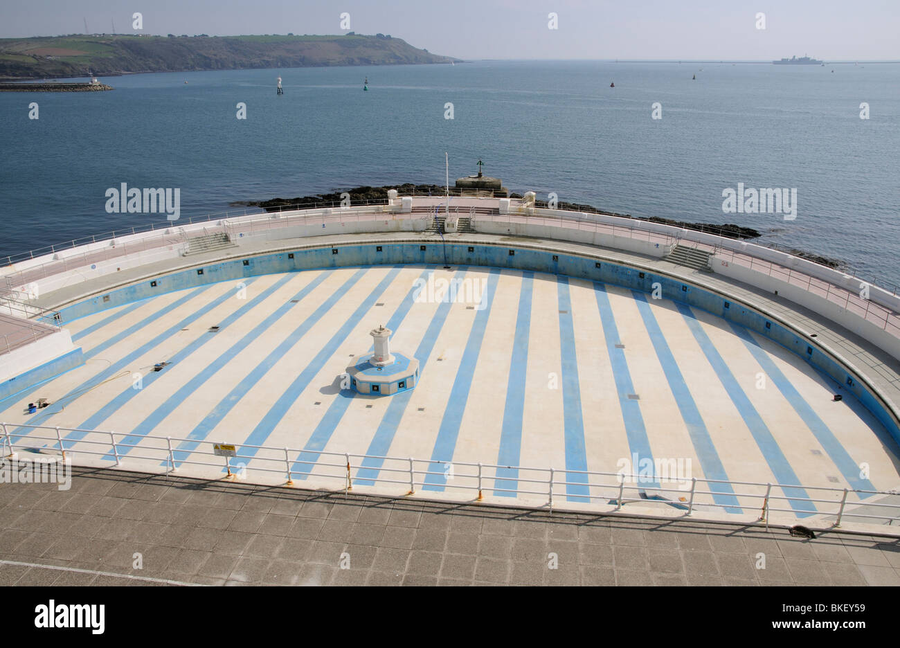 Empty Public Swimming Pool The Tinside Lido On The Hoe At