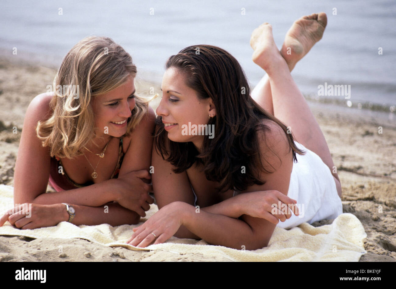 Young friends on beach - Stock Image
