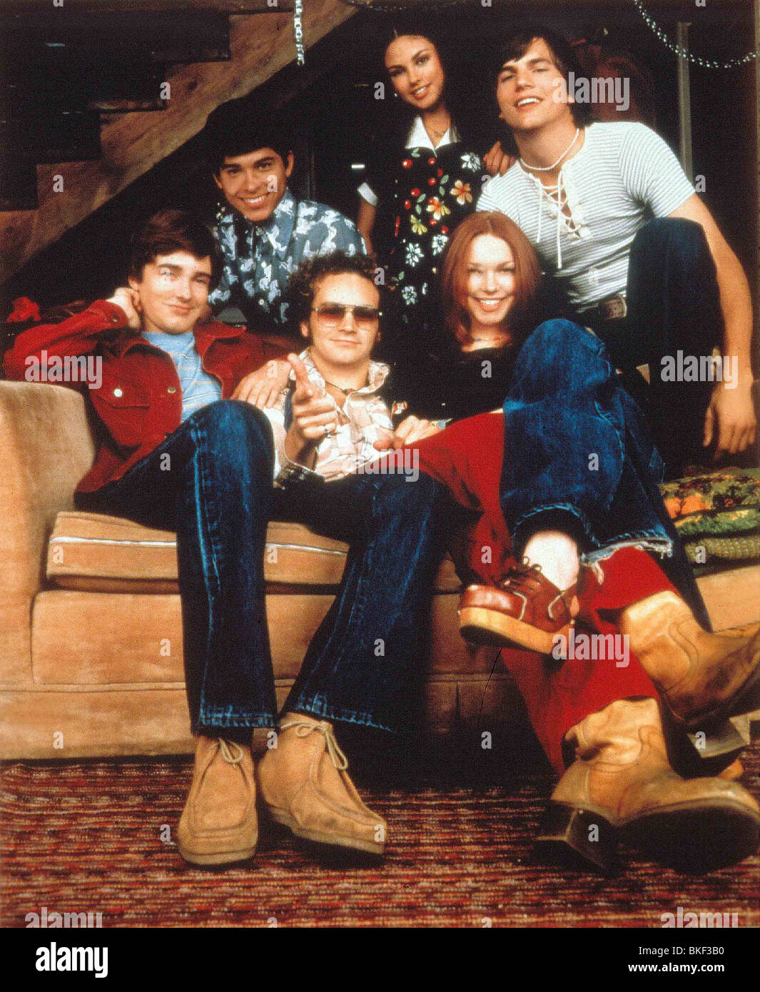 THAT 70'S SHOW (TV - 1998) TOPHER GRACE, WILMER VALDERAMA, DANNY MASTERSON, MILA KUNIS, LAURA PREPON, ASHTON - Stock Image