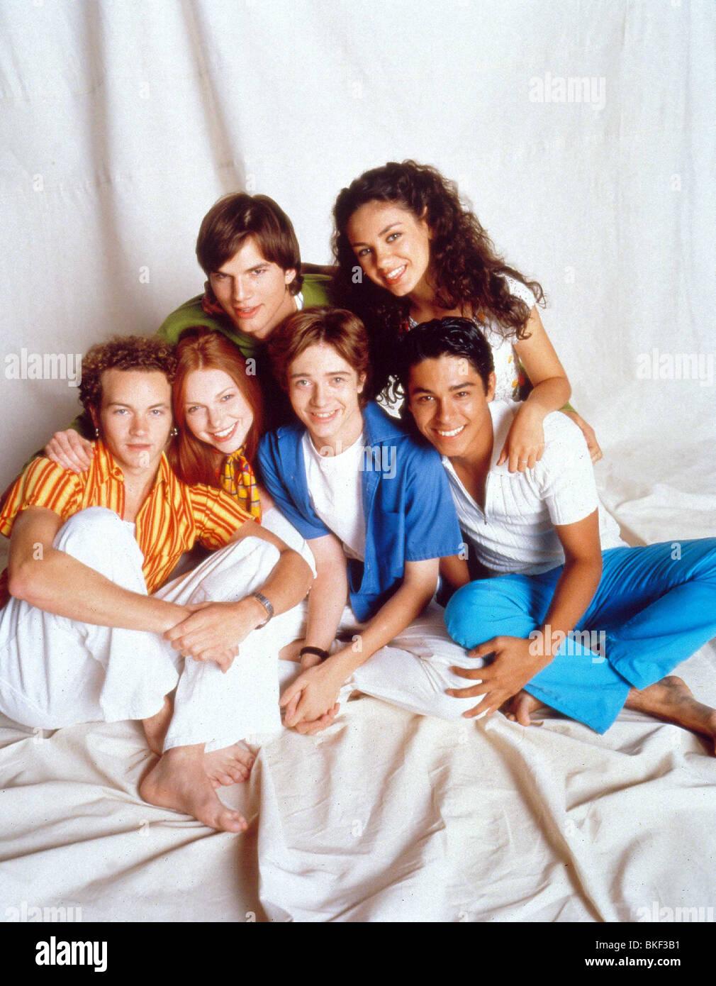 THAT 70'S SHOW (TV - 1998) DANNY MASTERSON, LAURA PREPON, ASHTON KUTCHER, TOPHER GRACE, MILA KUNIS, WILMER VALDERAMA - Stock Image