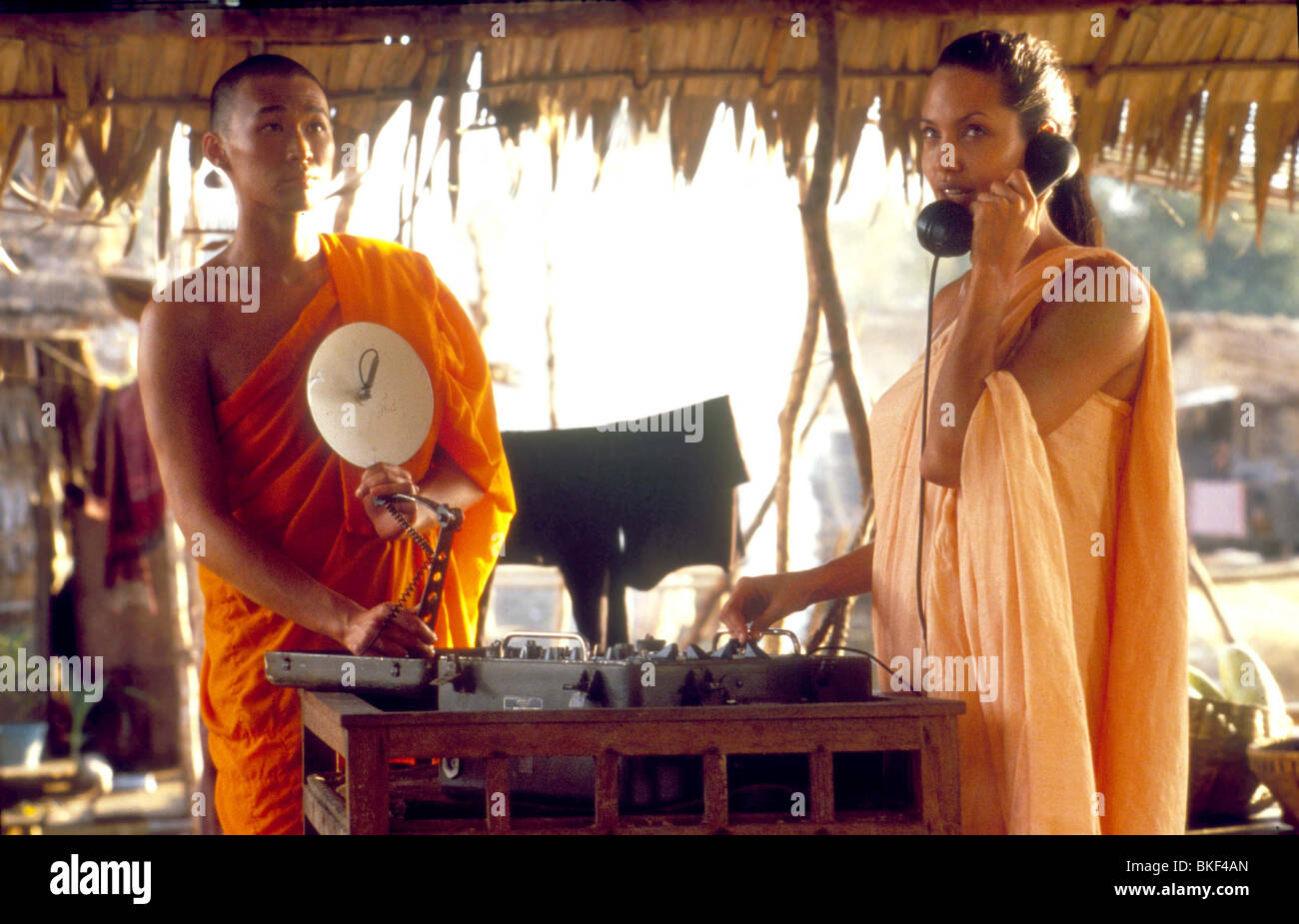 LARA CROFT: TOMB RAIDER (2001) ANGELINA JOLIE TBRR 086 - Stock Image