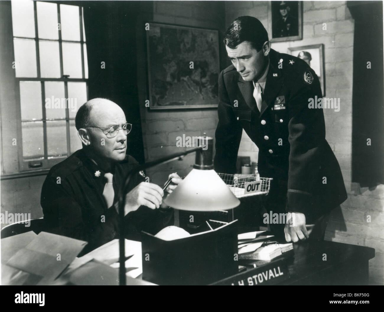TWELVE O'CLOCK HIGH (1949) DEAN JAGGER, GREGORY PECK TWOH 003P - Stock Image