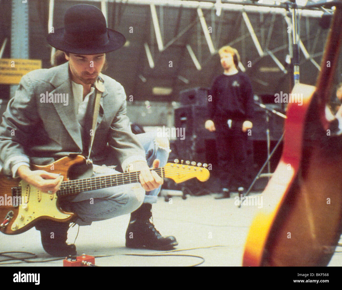 U2 : RATTLE AND HUM (1988) THE EDGE U2R 005FOH - Stock Image