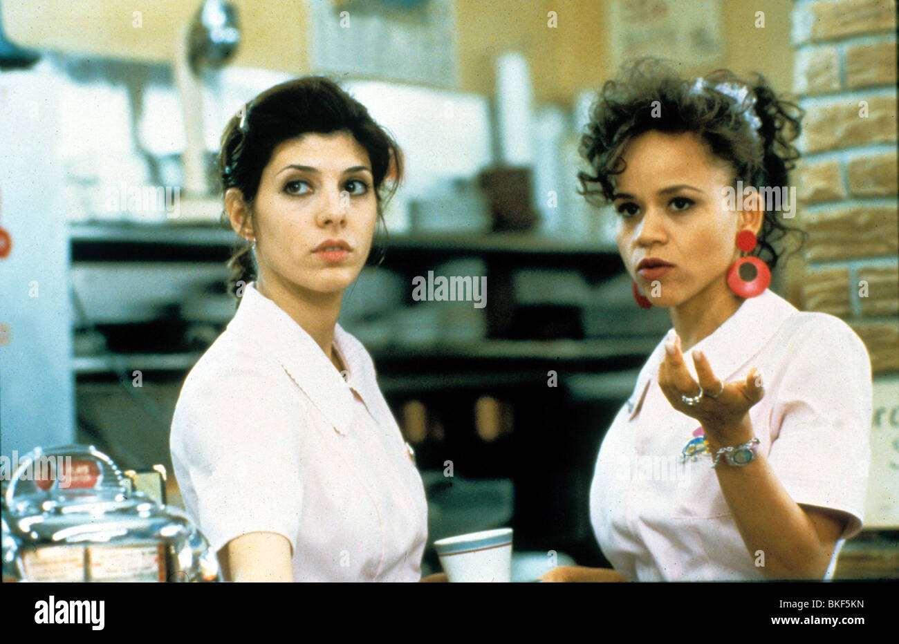 UNTAMED HEART (1993) MARISA TOMEI, ROSIE PEREZ UTH 069 H - Stock Image