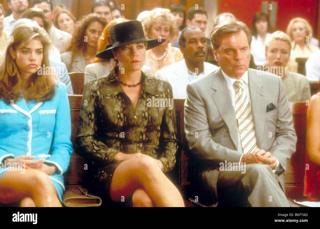 WILD THINGS (1998) DENISE RICHARDS, THERESA RUSSELL, ROBERT WAGNER WTGS 030 - Stock Image