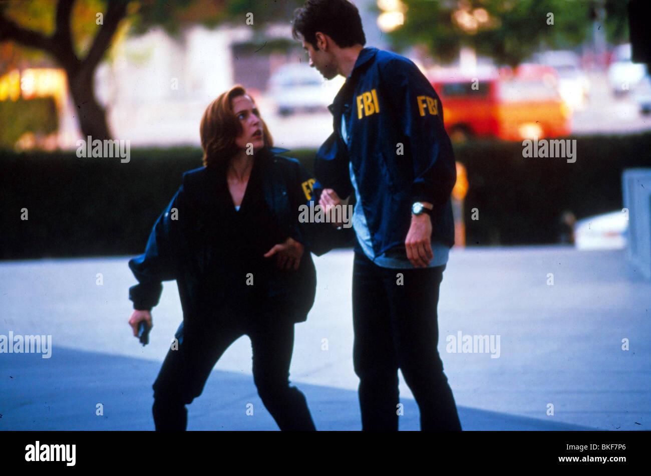 X-FILES: THE MOVIE (1998) GILLIAN ANDERSON, DAVID DUCHOVNY XFM 038 - Stock Image