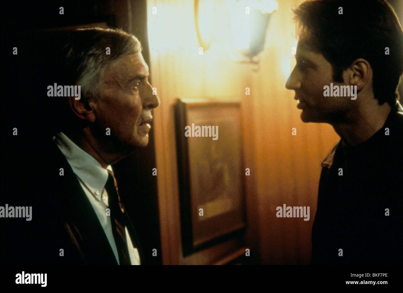 X-FILES: THE MOVIE (1998) MARTIN LANDAU, DAVID DUCHOVNY XFM 043 - Stock Image