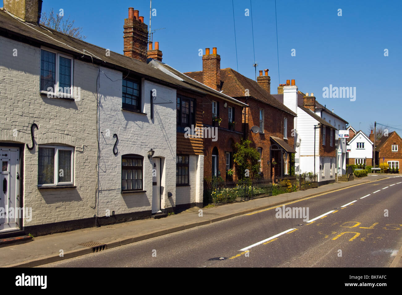 Terraced Cottages On The A25 at Westerham Kent England - Stock Image