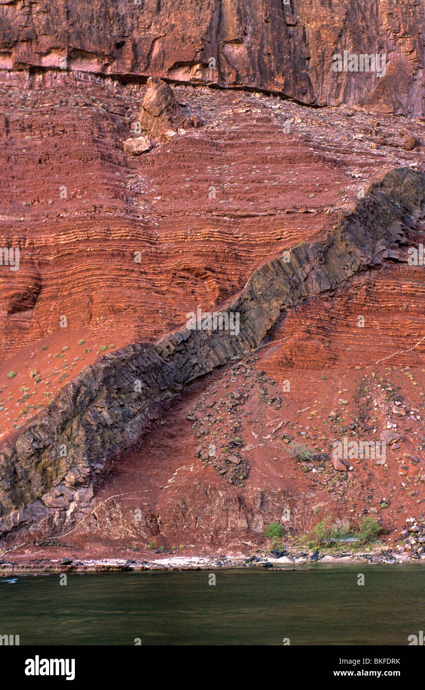 Dike of Cardenas Lava intruded into sedimentary Hakatai Shale, Hance Rapid, Colorado River, Grand Canyon National - Stock Image