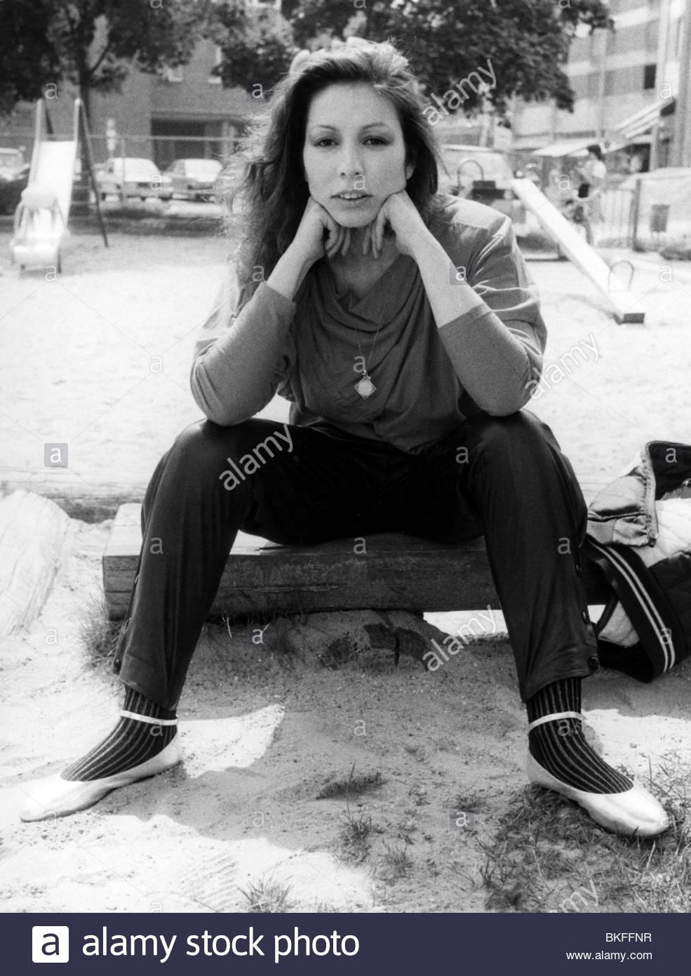 Rush, Jennifer, * 28.9.1960, US American singer, full length, sitting, in a children's playground, August 1984, - Stock Image
