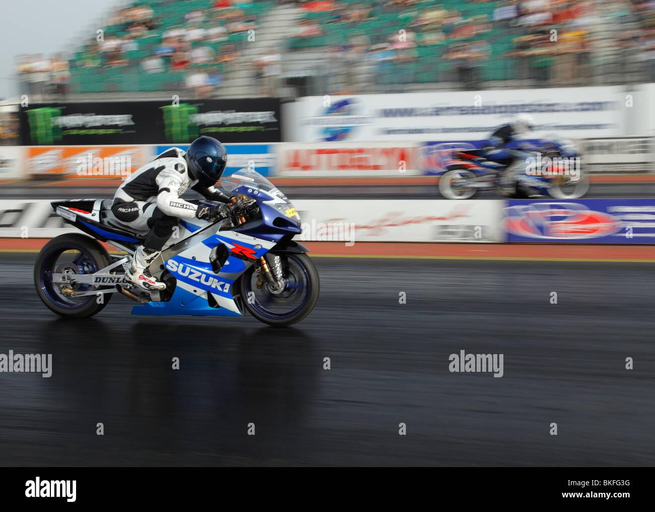 Speeding Suzuki GSXR 1000 motorbike ridden by Aaron Sparks (nearside). - Stock Image