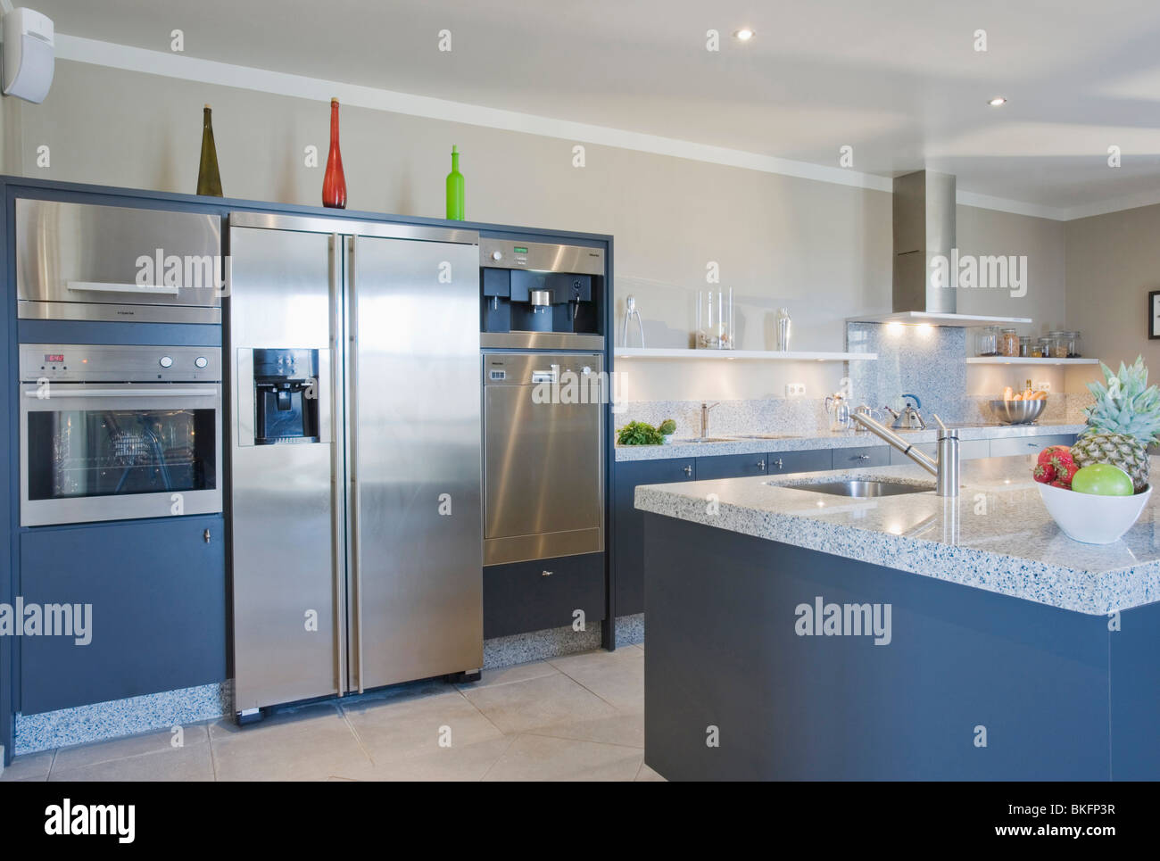 american style stainless steel fridge freezer and ovens in. Black Bedroom Furniture Sets. Home Design Ideas