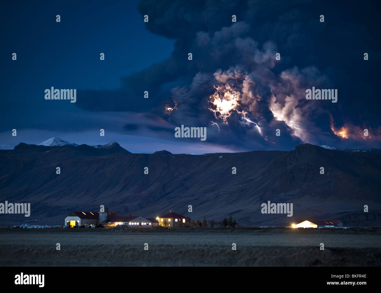 Lightning in ash cloud during Eyjafjallajokull Volcanic, Eruption with Dalsel Farm, Iceland - Stock Image