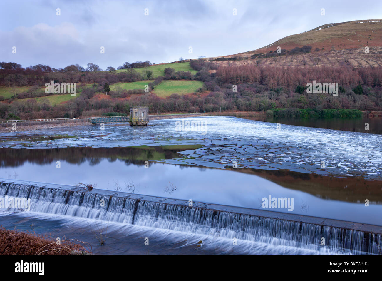 Broken ice floating on the surface of the Talybont Reservoir, Brecon Beacons National Park, Powys, Wales, UK. - Stock Image