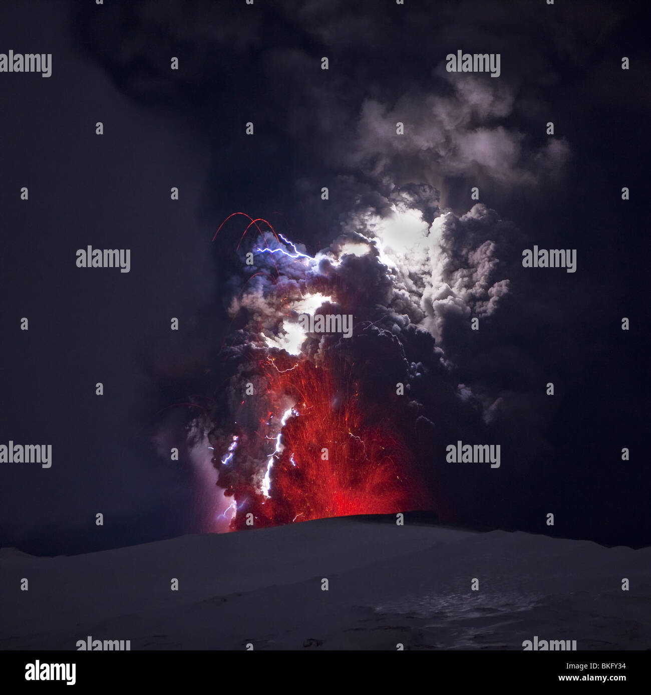 Lightning  and Lava in ash cloud during Eyjafjallajokull Volcanic Eruption, Iceland, April 18, 2010 - Stock Image