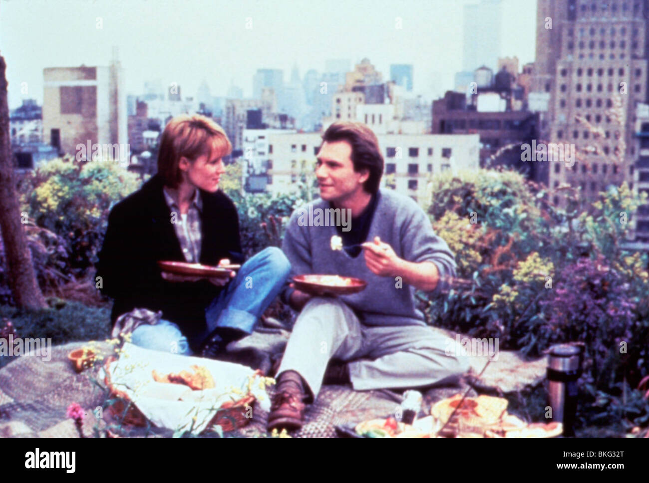BED OF ROSES (1996) MARY STUART MASTERSON, CHRISTIAN SLATER BDRO 007 Stock Photo