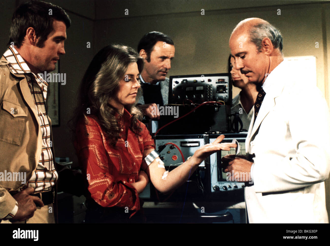 THE BIONIC WOMAN (TV) LEE MAJORS, LINDSAY WAGNER, RICHARD ANDERSON, MARTIN E BROOKS BIW 002CP - Stock Image