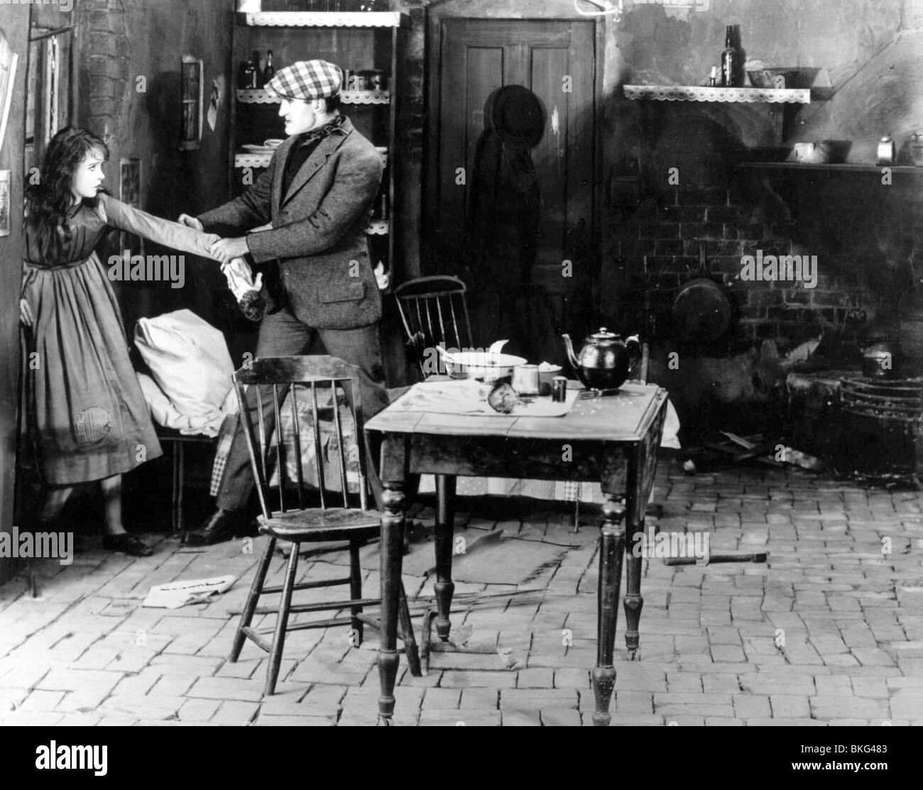 BROKEN BLOSSOMS (1919) LILLIAN GISH, DONALD CRISP, D.W. GRIFFITH (DIR) BKBL 002 P - Stock Image