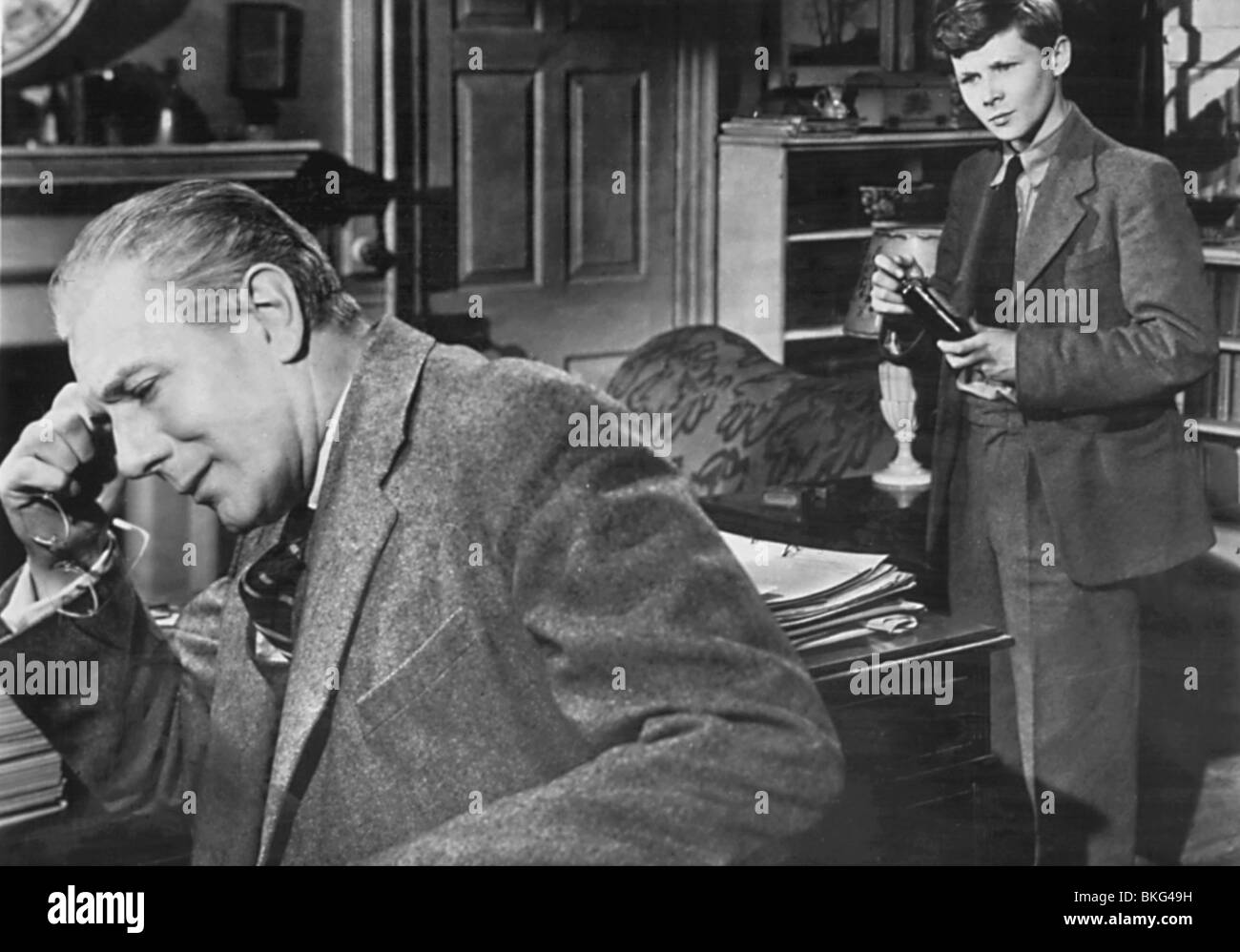 THE BROWNING VERSION (1951) MICHAEL REDGRAVE, BRIAN SMITH BNGV 001 Stock Photo