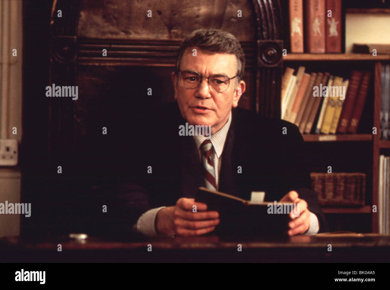 THE BROWNING VERSION (1993) ALBERT FINNEY BRWV 029 - Stock Image