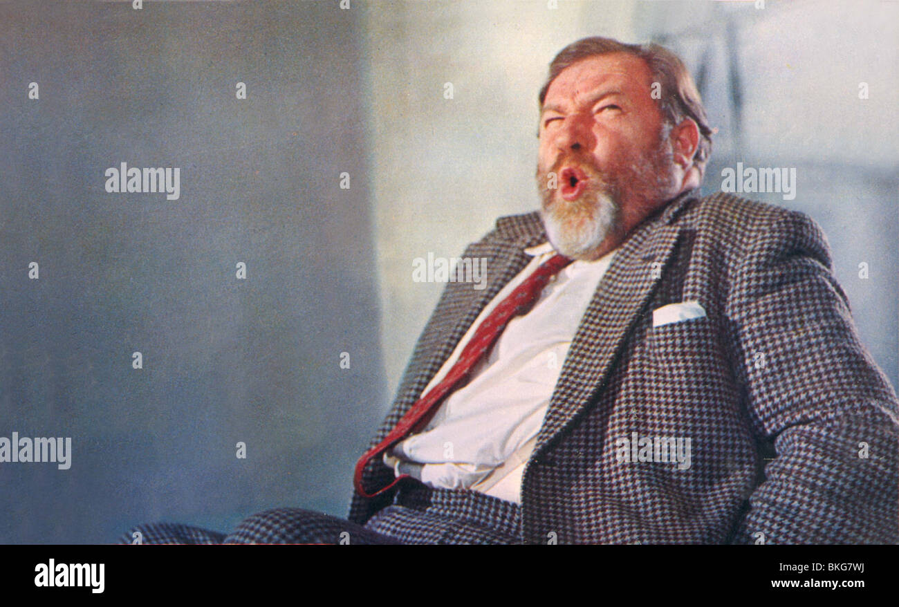 DOCTOR IN DISTRESS (1963) JAMES ROBERTSON JUSTICE DID 009FOH - Stock Image