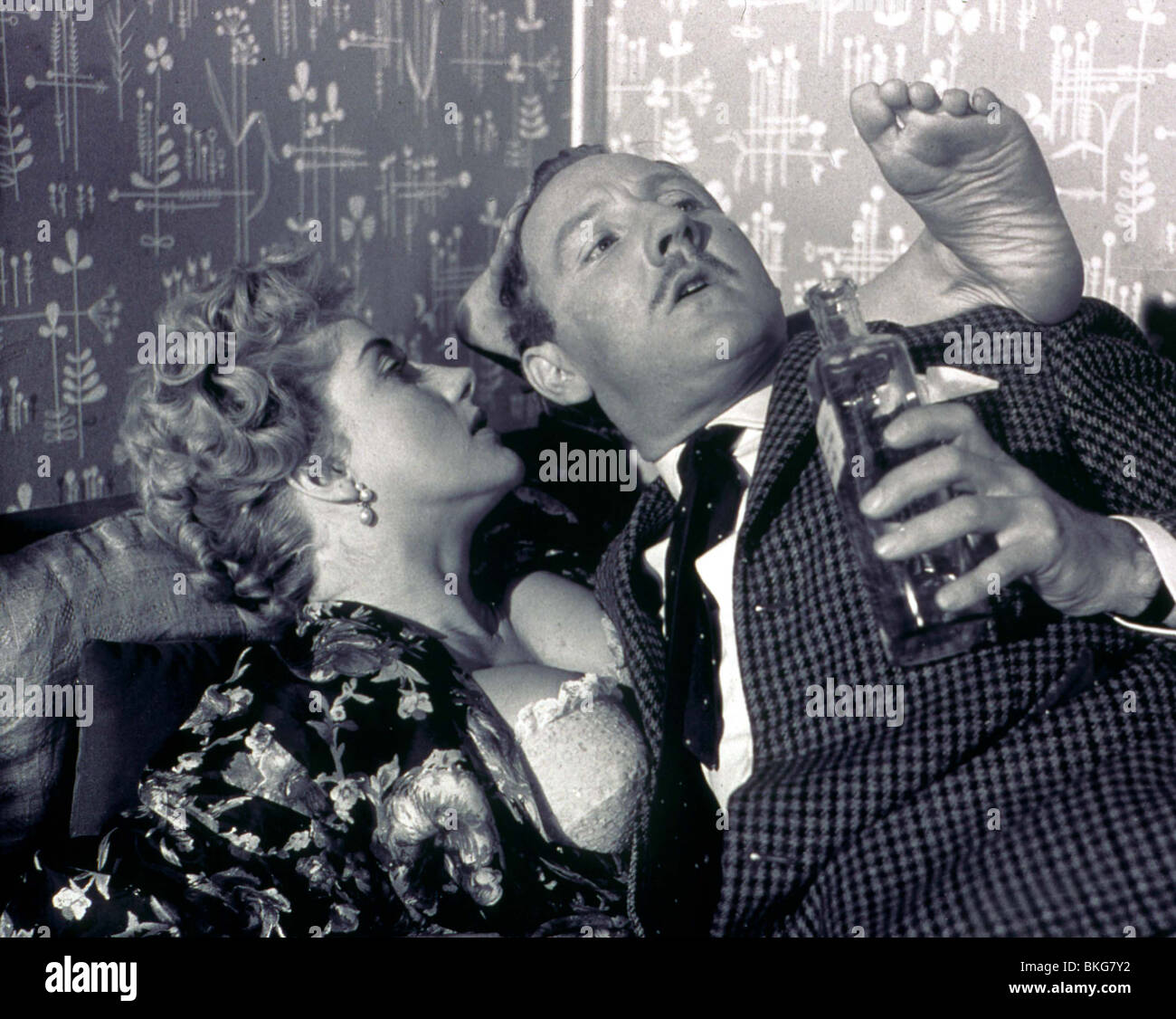 DOCTOR IN LOVE (1960) LIZ FRASER, LESLIE PHILLIPS DIL 035 - Stock Image