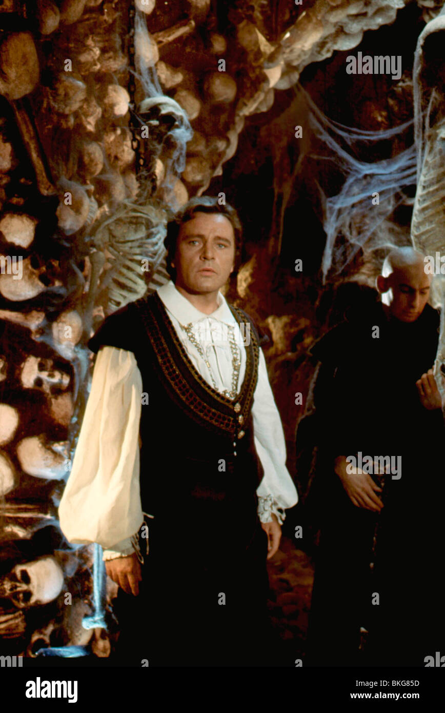 DOCTOR FAUSTUS (1967) RICHARD BURTON DFST 004 Stock Photo