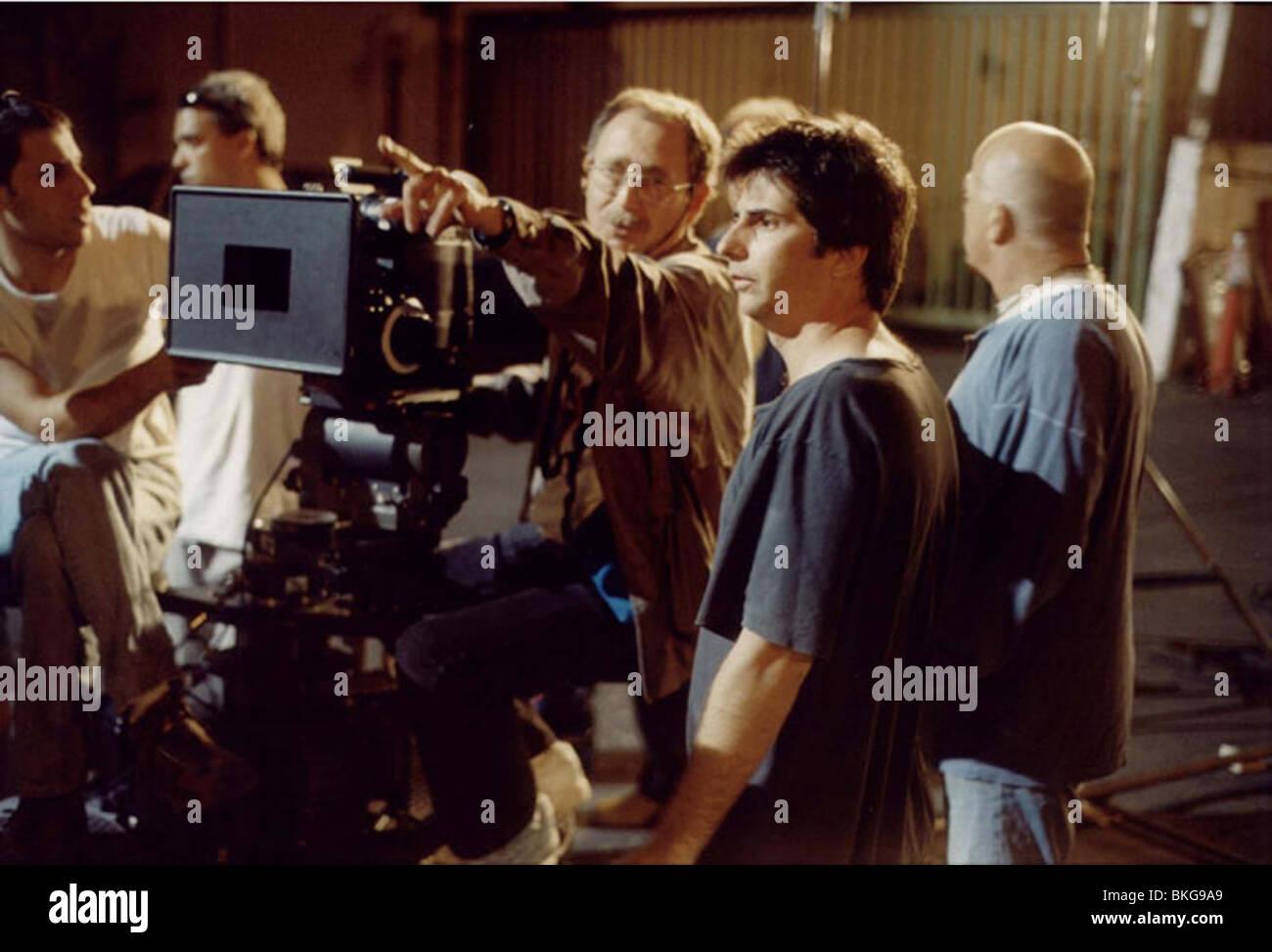 FILMING O/S 'BROKEN WINGS (KNAFAYIM SHVOROT)' (2002) WITH NIR BERGMAN (DIR), VALENTIN BELONOGOV (DIR PHOTO) - Stock Image