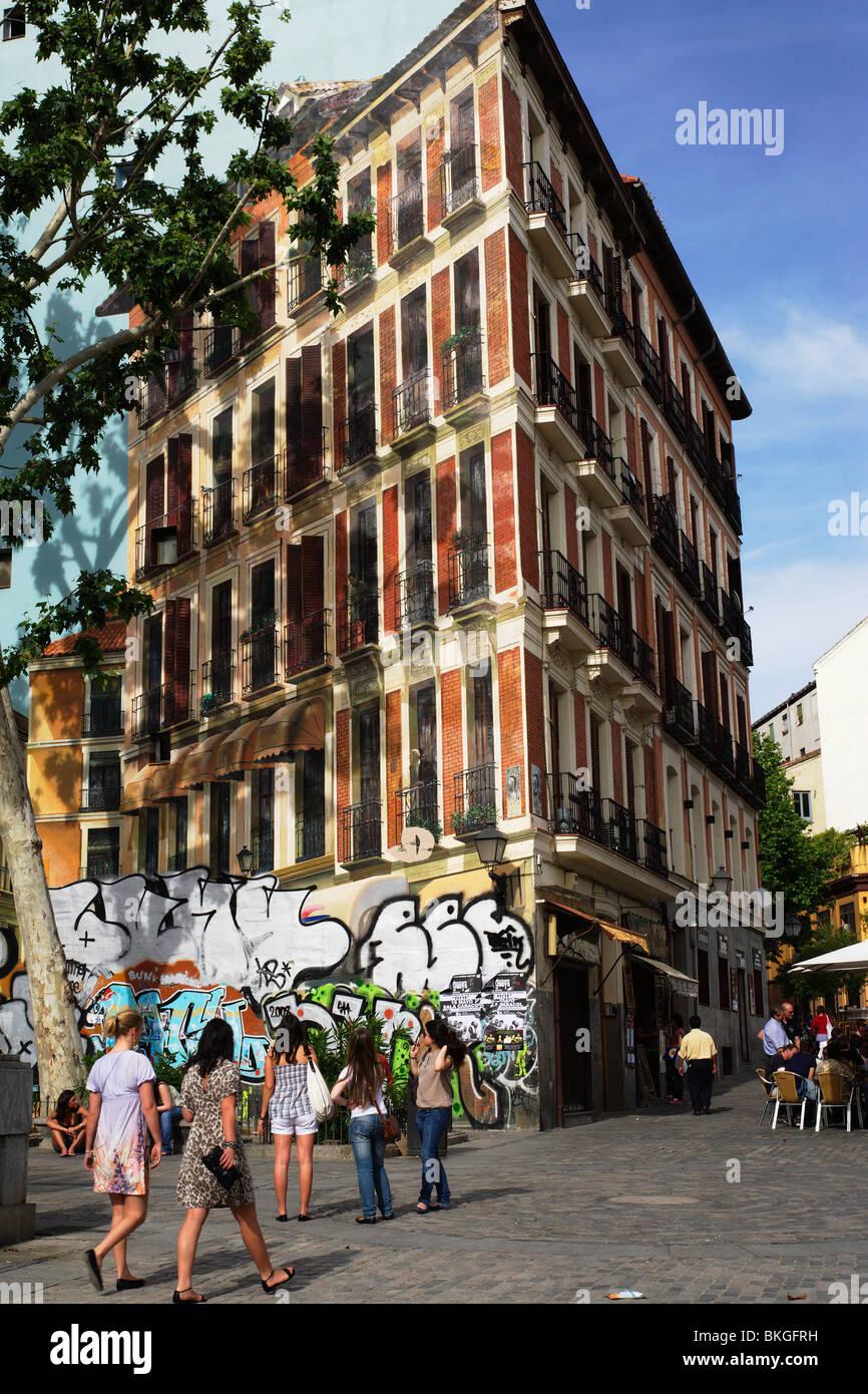Trompe-Trompe-de-eux, painted house, Barrio La Latina, Madrid, Spain - Stock Image