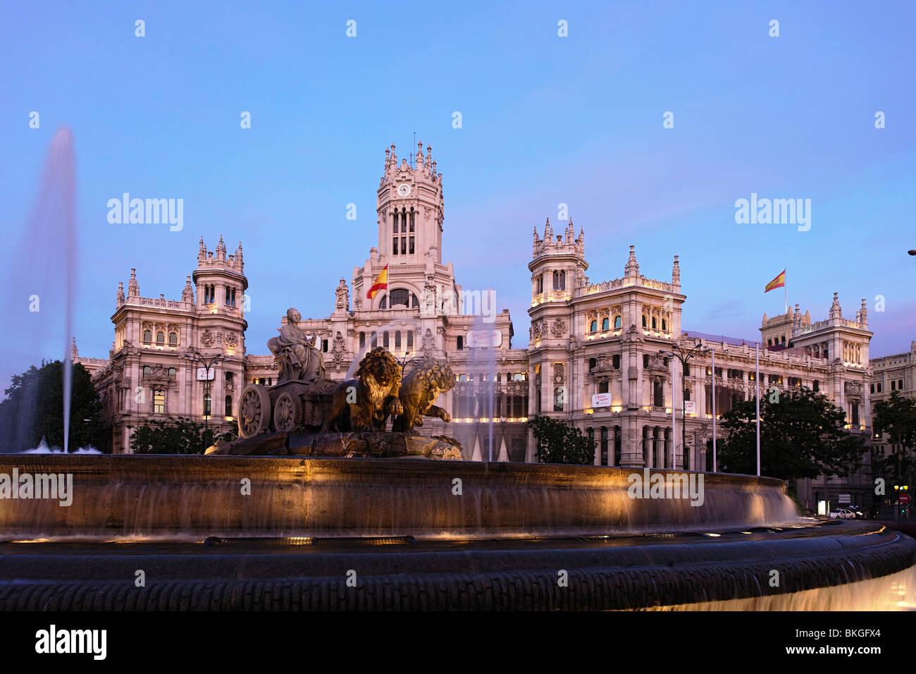 Town Hall Palacio De Comunicaciones With Fuente De Cibeles