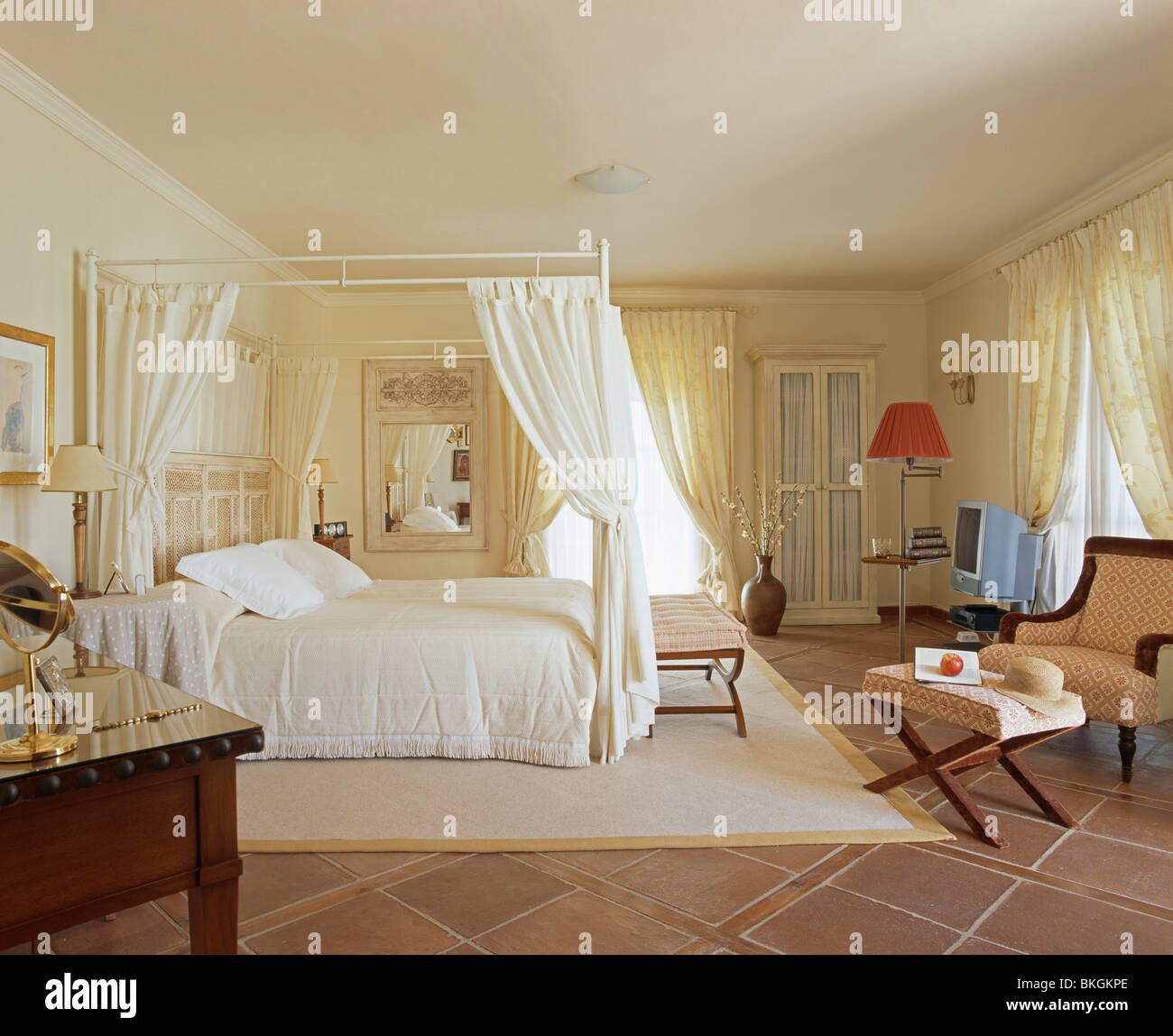 Modern Four Poster Bed With Cream Drapes And Bedlinen In Traditional Stock Photo 29255590 Alamy