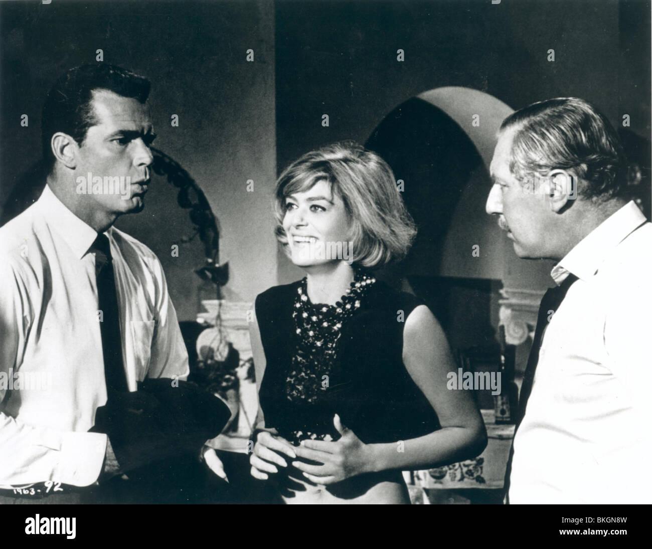 A MAN COULD GET KILLED (1966) JAMES GARNER, MELINA MERCOURI, ROBERT COOTE MANC 001 - Stock Image