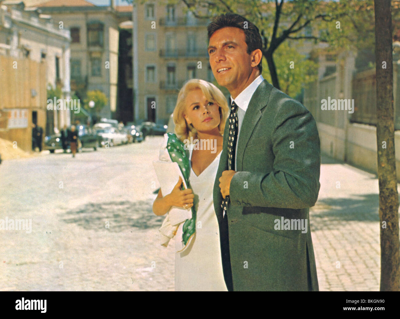 A MAN COULD GET KILLED (1966) SANDRA DEE, TONY FRANCIOSA MANC 001FOH - Stock Image