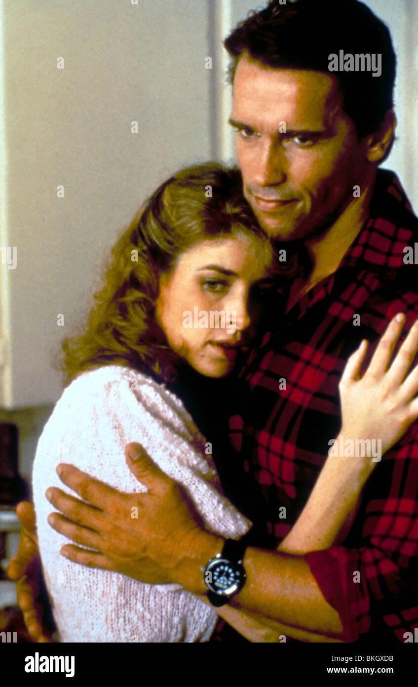 RAW DEAL (1986) KATHRYN HARROLD, ARNOLD SCHWARZENEGGER RWD 006 - Stock Image