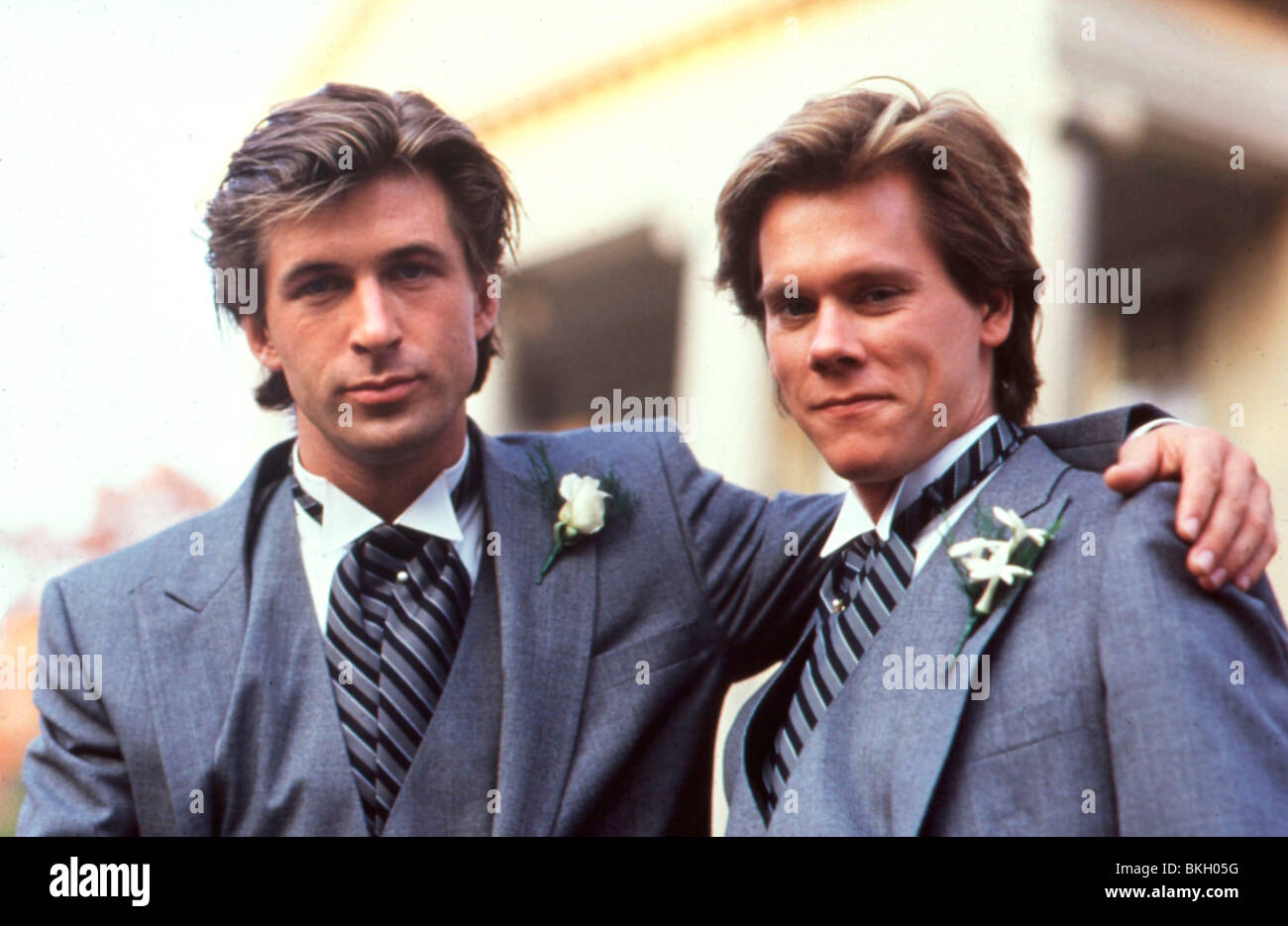 SHE'S HAVING A BABY (1988) ALEC BALDWIN, KEVIN BACON, JOHN HUGHES (DIR) SHB 008 Stock Photo